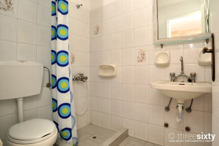 accommodation anna pension bathroom