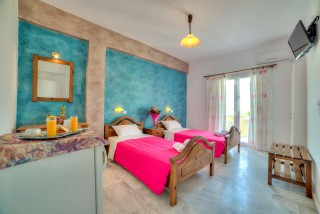 hotel-in-santorini
